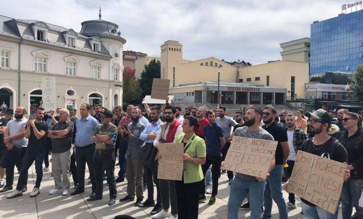 Prishtinë: Protestohet kundër vaksinimit të detyrueshëm