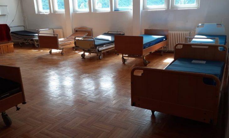 Mbushet Spitali i Pejës, edhe salla e takimeve adaptohet për pacientë me COVID-19