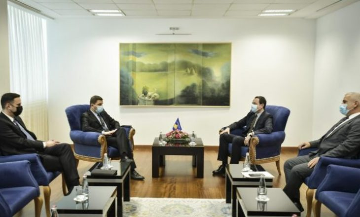 Zyra e kryeministrit tregon se çka diskutoi Kurti me Krasniqin dhe Abdixhikun