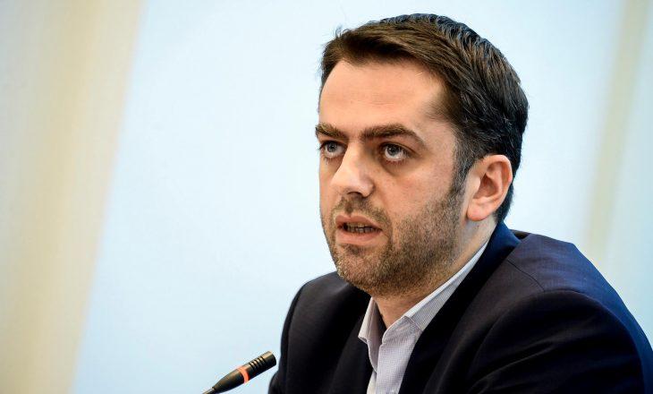 Hodhi gazlotsjellës në Kuvend, dënohet me 1 vit e 2 muaj burgim me kusht ish-deputeti Driton Çaushi