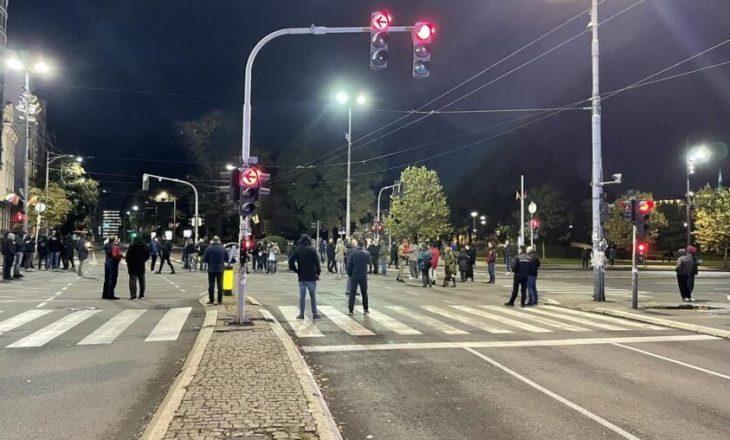 Serbët të shtunën protestojnë para ambasadës së SHBA-së në Beograd