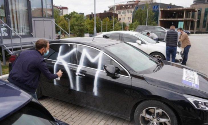"""PSD vendos mbishkrime """"KM"""" dhe stikersa në veturat zyrtare"""