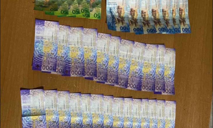 Konfiskohen mbi 50 mijë franga në pikë kalimin kufitar në Dheun e Bardhë