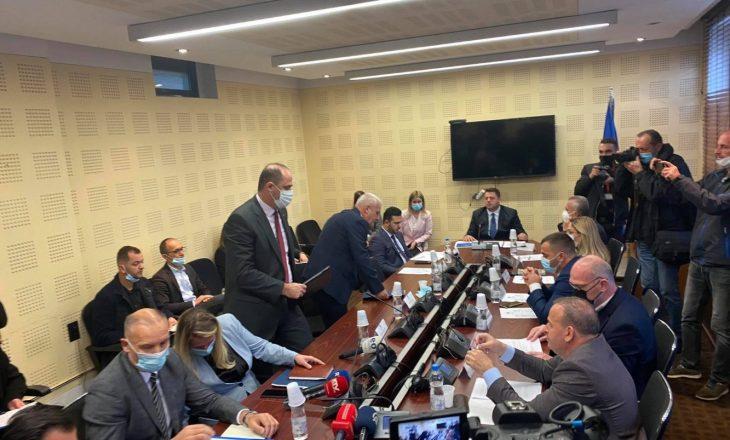 Sveçla dhe drejtori i Policisë nuk raportojnë para Komisionit për Siguri, përplasje verbale edhe me deputetët