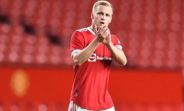 Donny van de Beek po i ndan rrugët me Manchester United