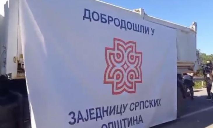 Veriu i Kosovës: Kamioni me mbishkrimin kontravers largohet i fundit