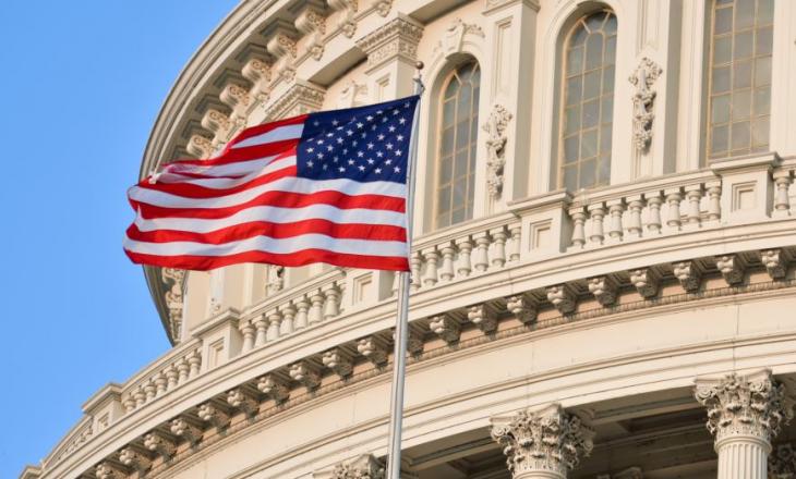 """Kongresmenët i shkruajnë Biden-it, kërkojnë """"të dyfishohet fokusi amerikan në zgjidhjen e tensioneve Kosovë-Serbi"""""""
