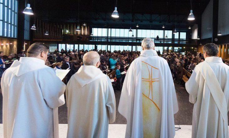 Mbi 200 mijë fëmijë viktima të abuzimit nga priftërinjtë katolikë francezë nga viti 1950