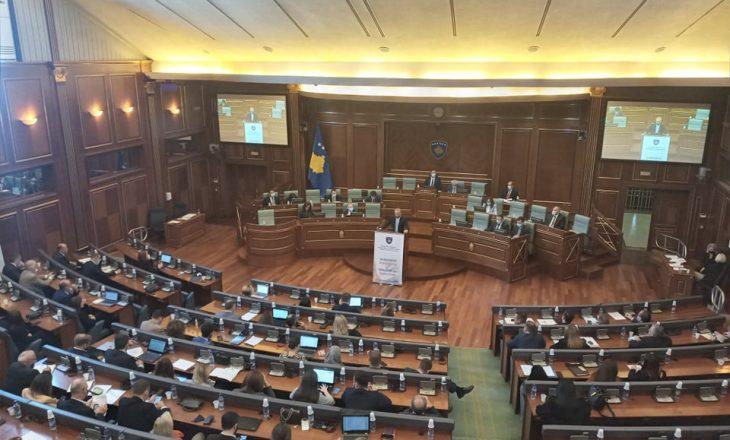Opozita kritikon marrëveshjen për targat, VV-ja thotë se Serbia e njohu Kosovën